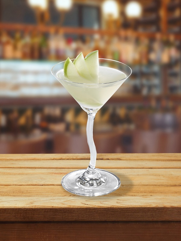 fresh-apple-cocktail-vodka-liqueur-pomme