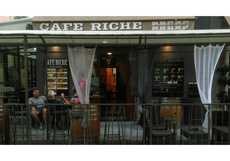 bar-le-cafe-riche-corte