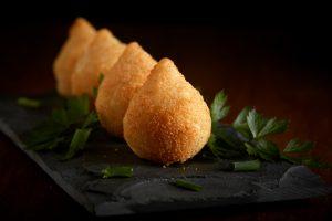 coxinhas au poulet, snack croquette brésilienne