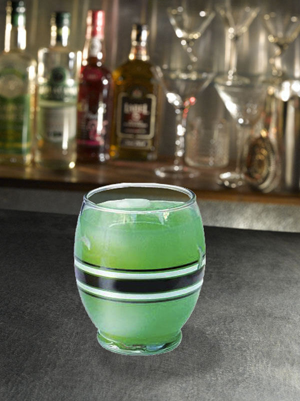 Cocktail grand large dans un verre avec des glaçons