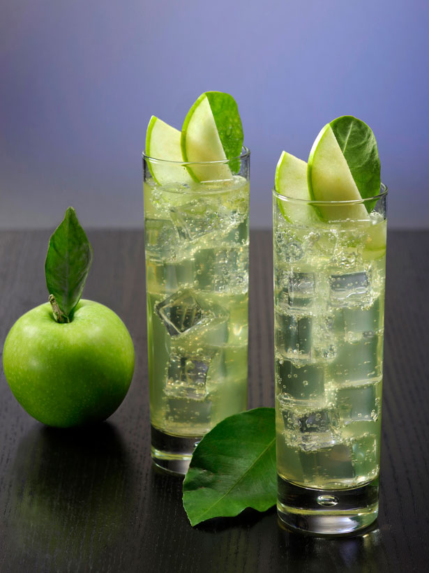 cocktail au rhum et à l'eau gazeuse inspiré des hard seltzers