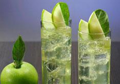 cocktail rhum, eau gazeuse et pomme