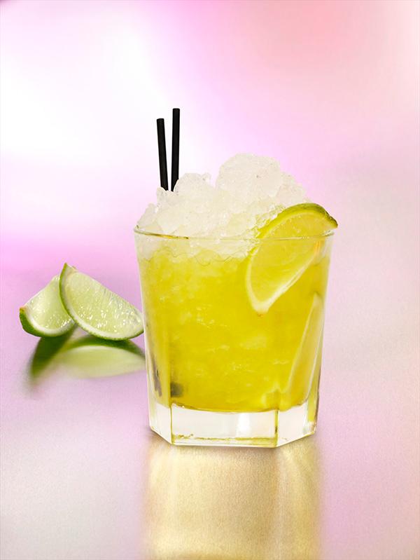 aguacanina-cocktail-cachaca-kiwi